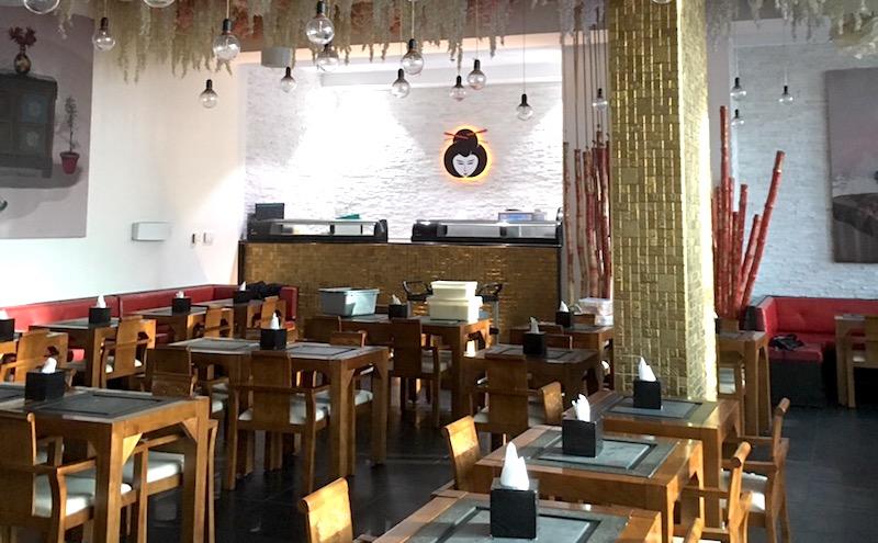 Maison de Sushi inside